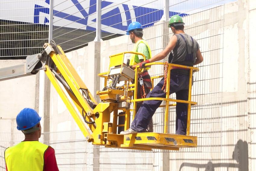 Operai cantiere copertura tetti